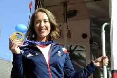 Kent's Lizzy Yarnold has defended her skeleton gold medal at the 2018 Winter Olympics in South Korea