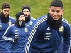 Argentina stars brave the cold during Manchester training session