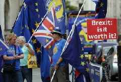 'At least 670,000' anti-Brexit protesters march through London