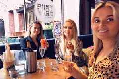 We tried a bottomless brunch in Cambridge complete with breakfast pizza and Prosecco