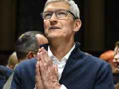 Tim Cook's daily routine starts by getting up at 4 a.m. and reading user comments for an hour (AAPL)