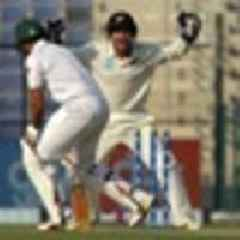 Cricket: Pakistan collapse gives Black Caps hope in third test