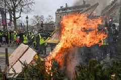 Paris cops fire tear gas and water cannons at protesters as violence flares again