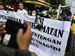 Relatives of Lion Air plane crash victims protest in Jakarta to demand search for the jet continues