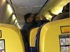 Moment argument breaks out between two Ryanair passengers on a flight to Lisbon