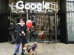 Human rights protesters are standing outside Google offices recruiting employees to help kill off its China search engine