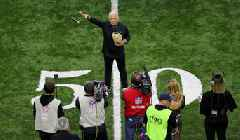 Watch: Jimmy Buffett Sings National Anthem Before Saints-Rams NFC Championship