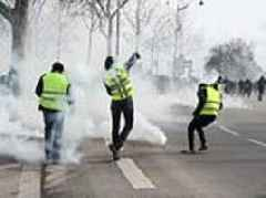Yellow Vest violence erupts on streets of Paris for THIRTEENTH weekend in a row