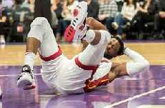 Heat All-Star Dwyane Wade clears concussion protocol after hard fall, returns to score 15 points