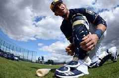 Catcher Grandal hits the ground running with Brewers