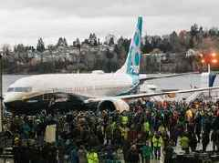 The US government says it has no reason to ground the Boeing 737 MAX that has crashed twice since October (BA)