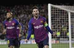 Ronaldo inspires praise, and more goals, from Messi
