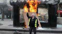 'Yellow vests' protests: Violence returns to Paris streets