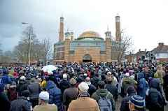 Hundreds gather outside Leicester mosque to pay respects to New Zealand terror attack victims