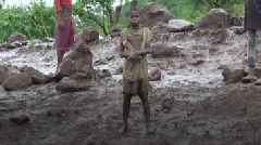 Cyclone Idai: Survivors rescued by land and air