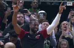 Dwyane Wade receives huge STANDING O in Milwaukee after Marquette tribute video