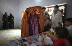 4 killed in Indian election violence as voting kicks off