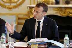Macron to announce measures to defuse social uproar