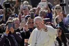 Pope thanks Notre-Dame firefighters on behalf of whole Church