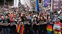 Taiwan: Same-sex marriage legalised in first for Asian country