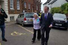 Nigel Farage brings Brexit Party campaign to Exeter in surprise visit