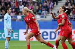 Lindsey Horan scores off the penalty for the United States' 3rd goal