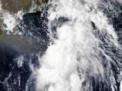 Red alert issued ahead of cyclone Vayu in western India