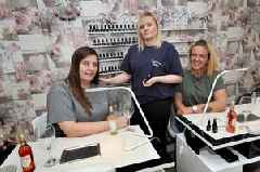 Paisley hair salon gets the thumbs up to serve wine and fizz