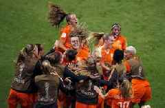 Dutch advance to quarterfinals with 2-1 win over Japan