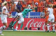 2019 FIFA Women's World Cup™: Netherlands keeper makes outstanding save vs. USWNT on Julie Ertz's point-blank shot | HIGHLIGHTS