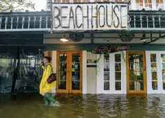 Storm Barry closes in on Louisiana as residents lock down
