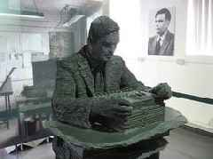 Alan Turing, World War II code breaker, to appear on Bank of England note