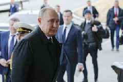 Putin Expands Citizenship Offer To Ukranian Citizens In Donetsk, Lugansk Regions