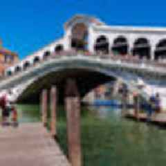 Venice kicks out, issues $1,500 fine to German tourists for making coffee on bridge steps