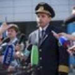 Putin awards hero pilot Russia's top medal after emergency landing in field