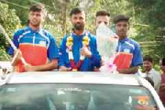 T20 World series: Palghar gives open-jeep welcome to Vikrant Keni