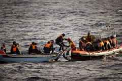 Desperate migrants jump off rescue ship, seeking Italy