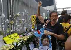 Protesters Chant 'Fight for Freedom' During Hong Kong Human Chain Demonstration