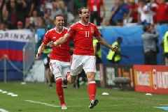Giggs hails Bale for late winner in victory over Azerbaijan