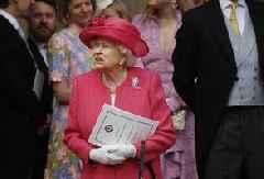 Queen Elizabeth Approves Measure to Block Johnson's No-deal Brexit