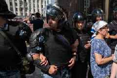Russia police launch mass raids against  opposition activists