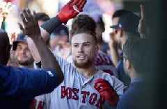 Vázquez homers twice, drives in 5, Red Sox beat Phillies