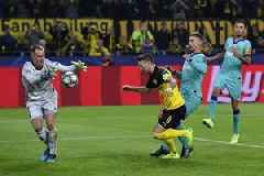 Ter Stegen saves penalty as Barcelona draws 0-0 at Dortmund