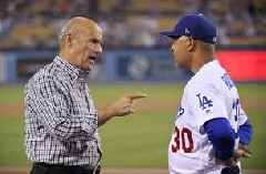 Dodgers manager Dave Roberts ejected vs Rockies
