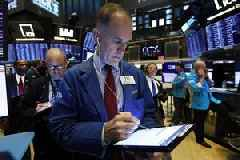 Stocks close slightly lower after choppy day on Wall Street
