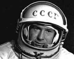 First man to perform spacewalk dies