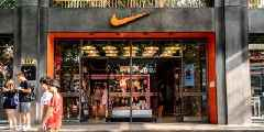 Nike's new CEO is set to double down on the company's success selling online. Here's what analysts are saying about John Donahoe. (NKE)