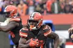 Hunt returns to field for Browns after NFL suspension