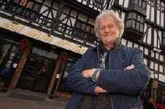 Wetherspoons boss attacks Government Brexit stance claiming 'no-deal' is better option