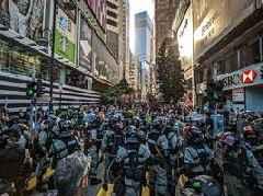 Hundreds of pro-China protesters rally amid Hong Kong chaos
